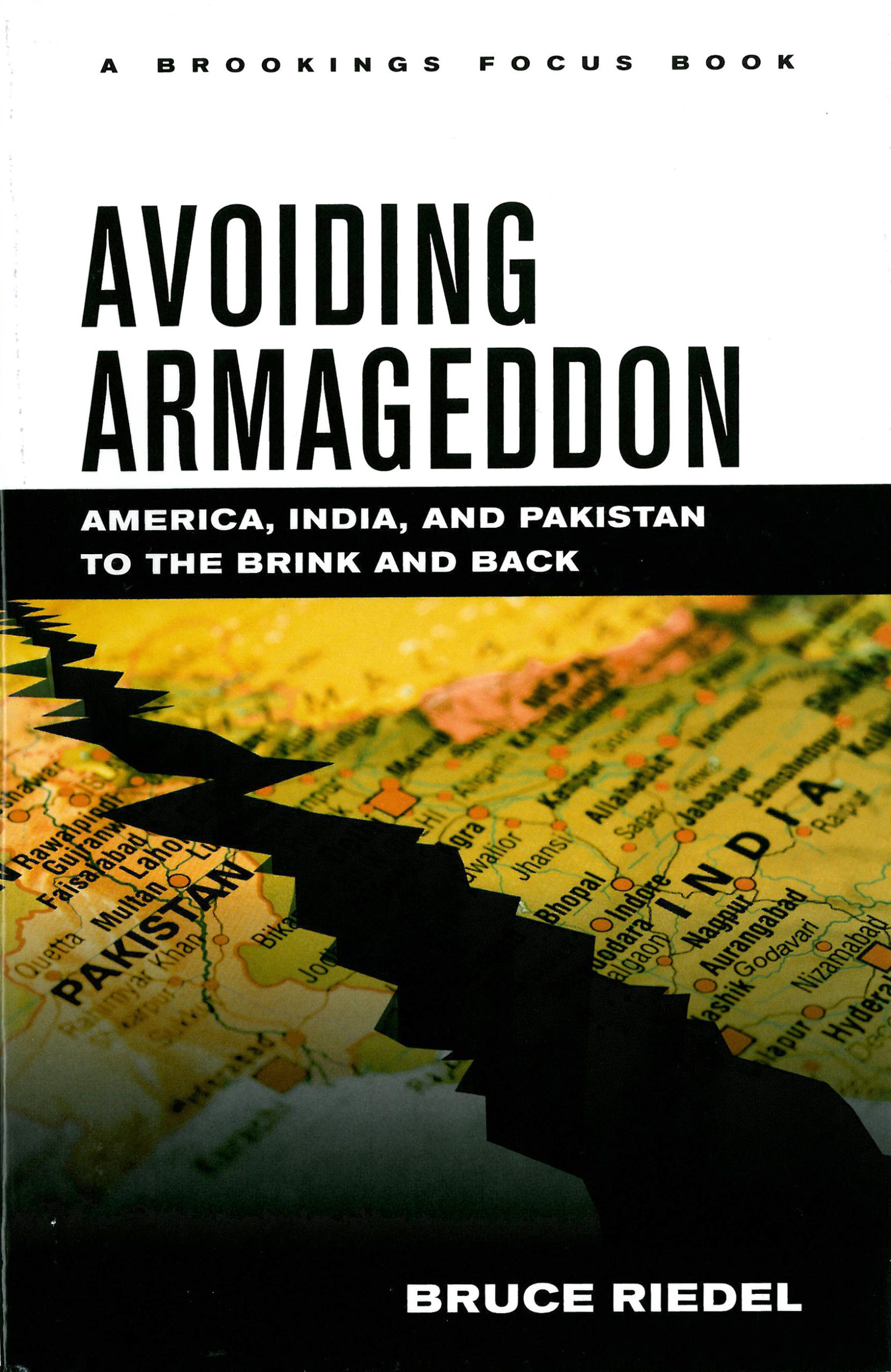 Bruce Riedel: Avoiding Armageddon: America, India and Pakistan to the Brink and Back. Brookings Institution Press 2013, 230 s.