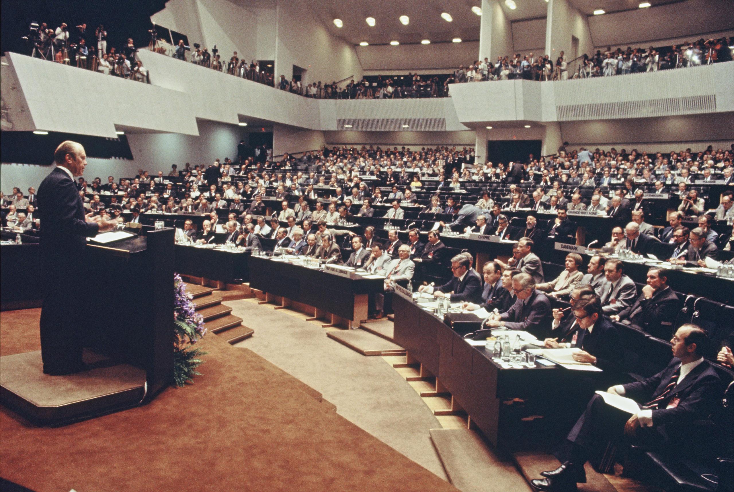 Yhdysvaltain presidentti Gerald Ford puhui Etykissä Helsingin Finlandia-talossa elokuussa 1975. // KUVA: BUNDESARCHIV/BILD 00220519/LOTHAR SCHAACK