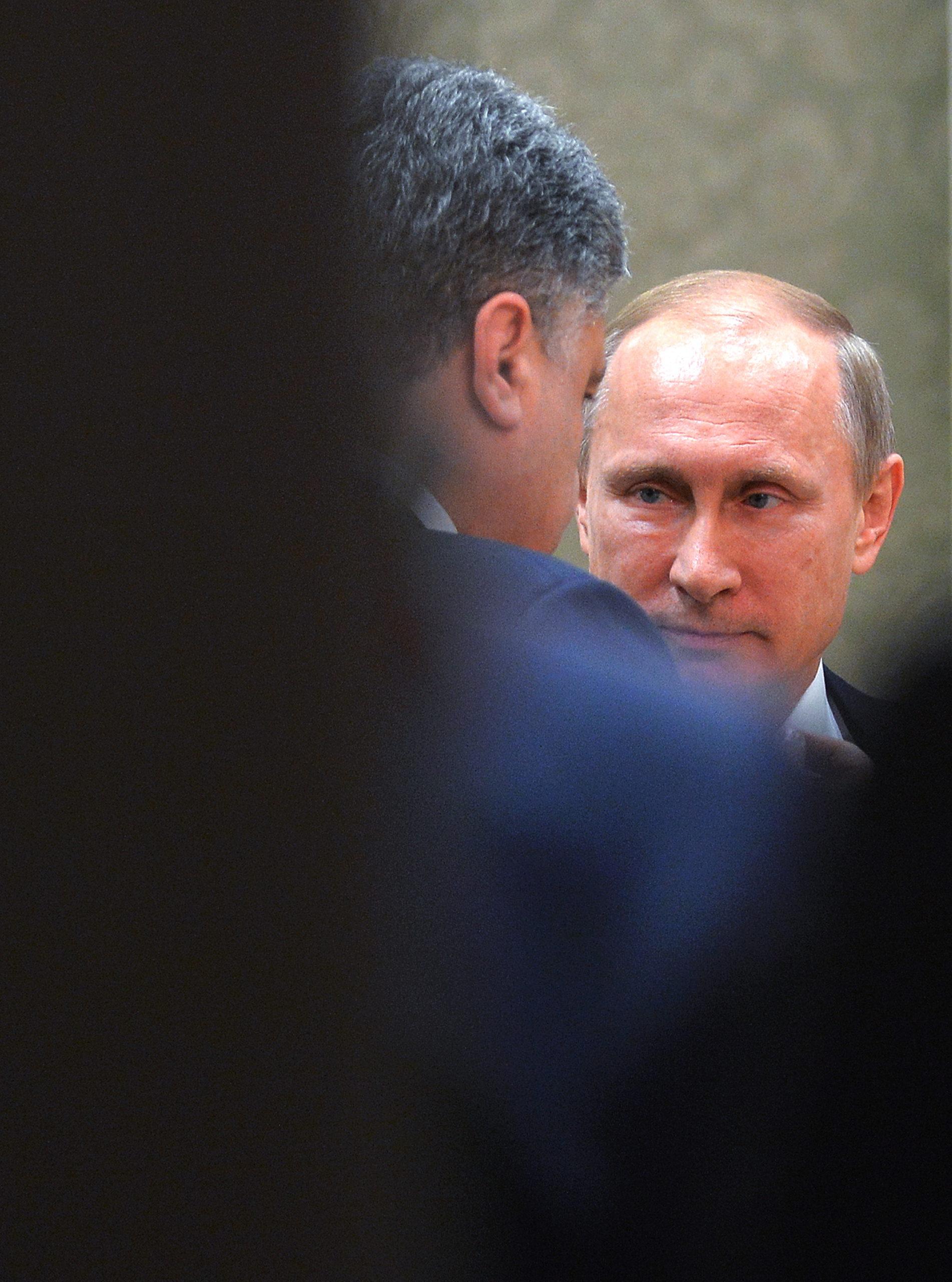 Ukrainan presidentti Petro Porošenko keskusteli Venäjän presidentti Vladimir Putinin kanssa Minskin rauhanneuvotteluissa helmikuussa 2015. // KUVA: ALEKSEI DRUŽININ/ITAR-TASS/AOP