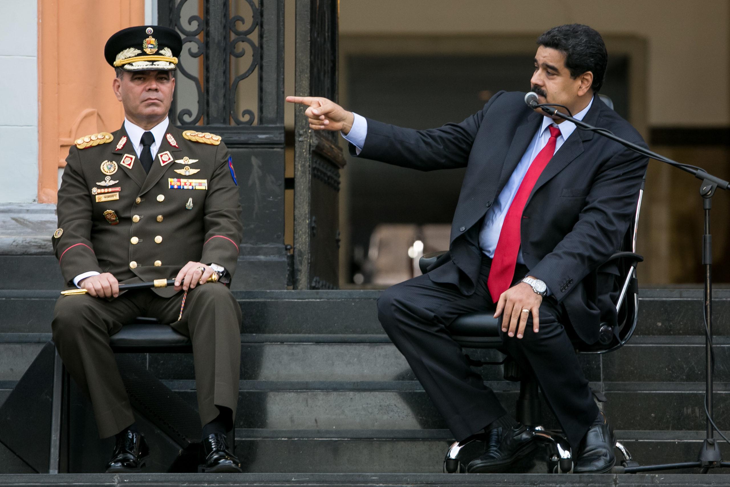 Nicolas Maduron (oik.) tehtäviä on siirretty puolustusministeri Vladimir Padrinolle.