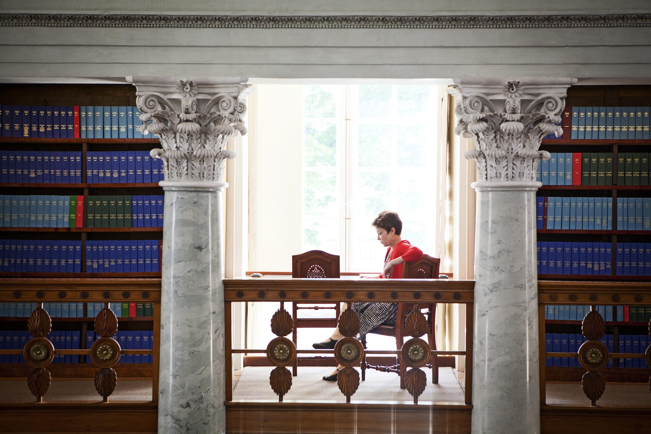Kähkönen on viettänyt Kansalliskirjastossa niin paljon aikaa, että kutsuu sitä toiseksi kodikseen.