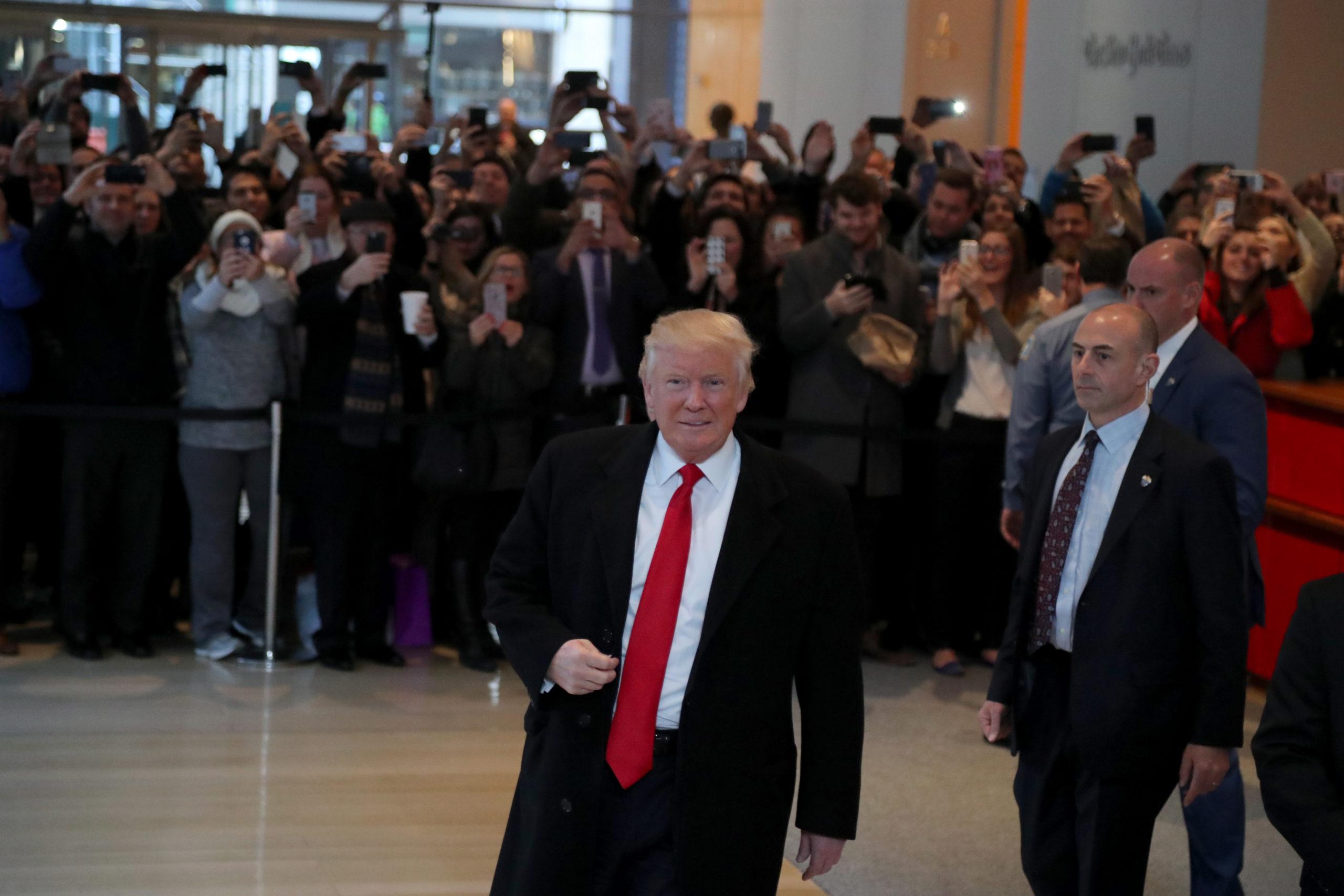 Donald Trump on vaalien jälkeen jatkanut lehdistön soimaamista, erityisesti the NewYork Timesin. Trump saapui silti haastatteluun lehden toimitukseen marraskuussa.