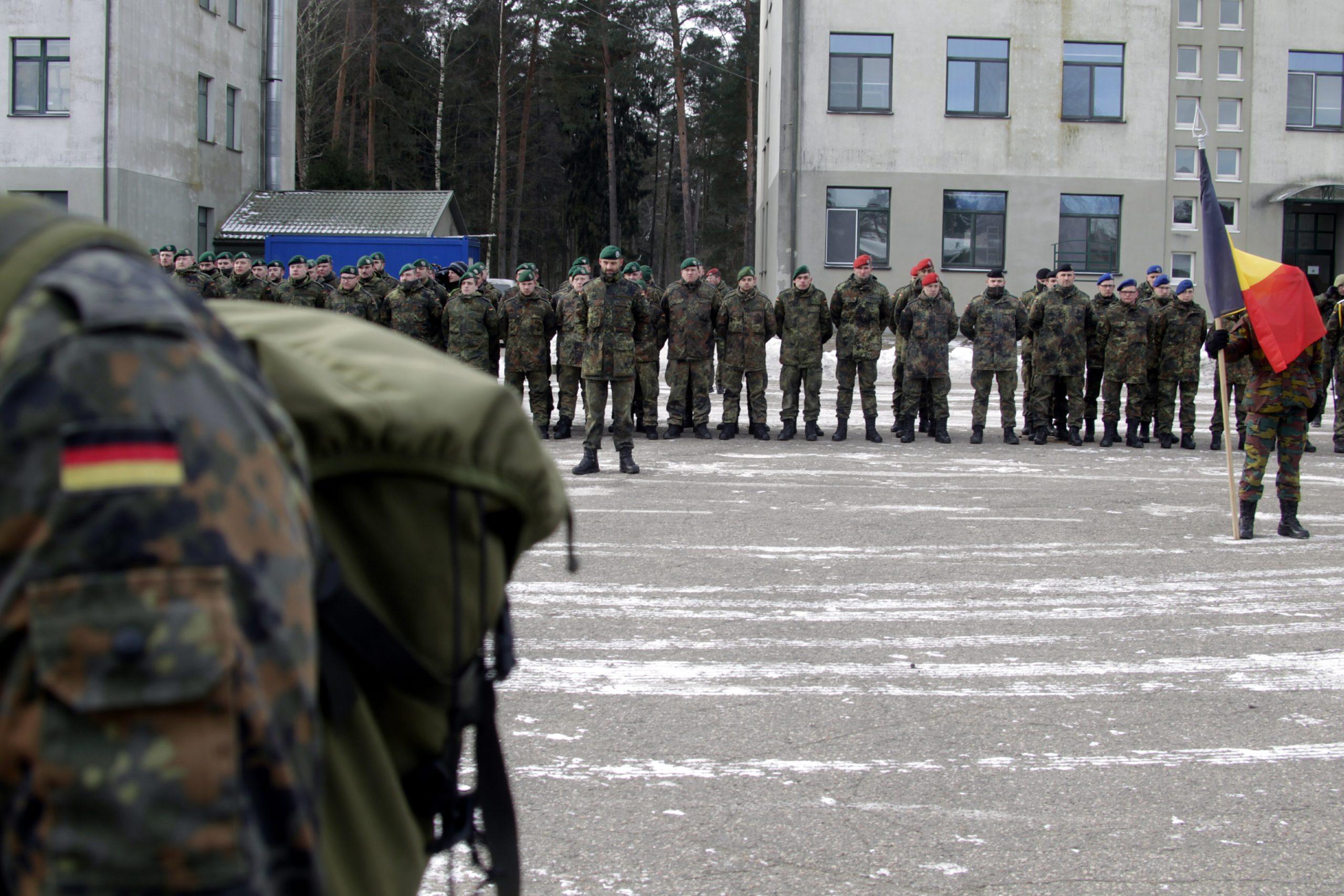 Saksalaiset ja belgialaiset sotilaat toivotettiin juhlallisesti tervetulleeksi Liettuan Ruklaan helmikuussa.