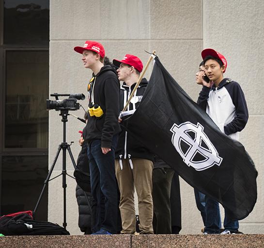 Donald Trumpin kannattajat kantoivat tämän virkaanastujaispäivänä lippua, jossa on kelttiläinen risti. Erilaiset äärioikeisto- ja uusnatsiryhmät ovat omaksuneet symbolin käyttöönsä.