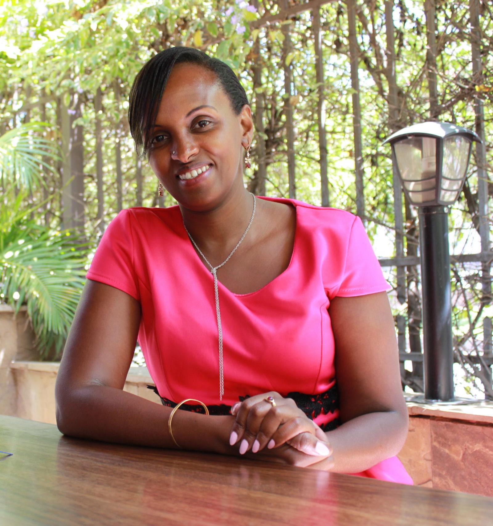 Nairobilaisen finanssikonsultin Tania Ngiman mielestä Kenian keskiluokan pitäisi auttaa köyhempiään haastamalla poliitikot etenkin sosiaalisessa mediassa.
