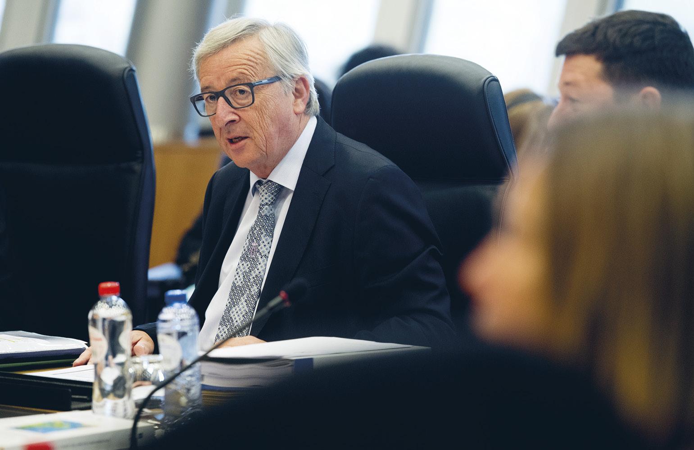 Euroopan komissio julkisti keväällä valkoisen kirjan ja pohdintapaperin, joissa hahmotellaan talous- ja rahaliiton tulevaisuutta.