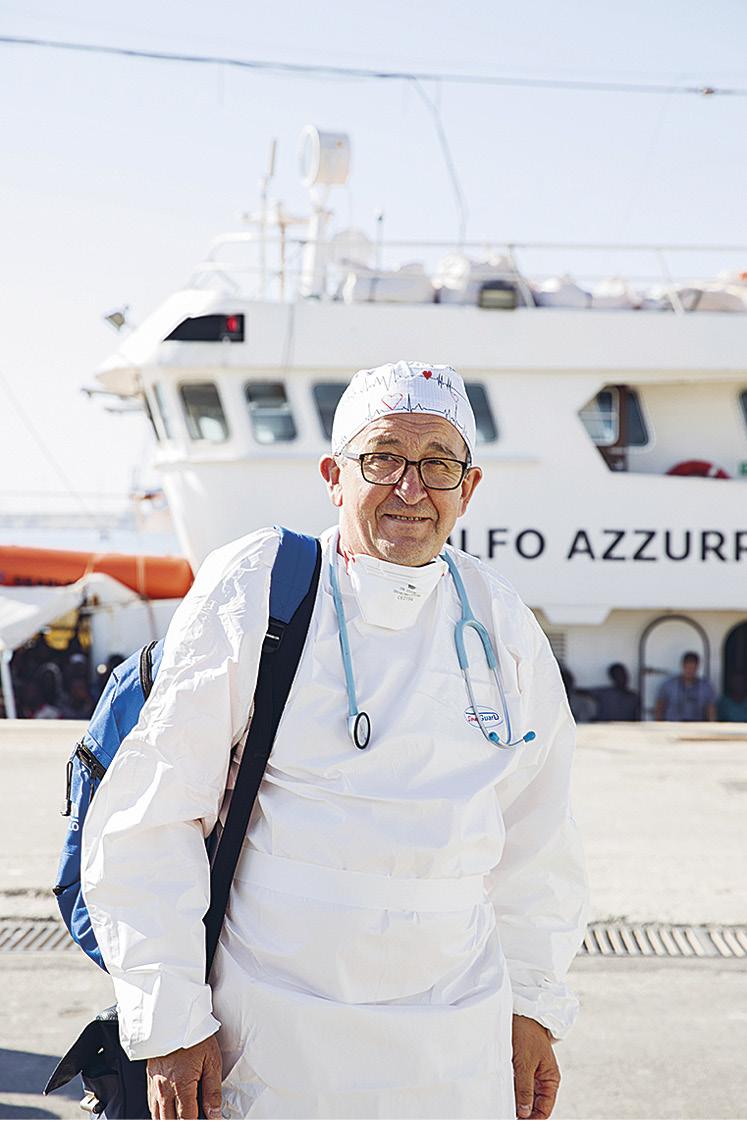 Perhelääkäri Vincenzo Morello on osallistunut vapaaehtoisesti pelastusoperaatioihin vuodesta 2000 lähtien.