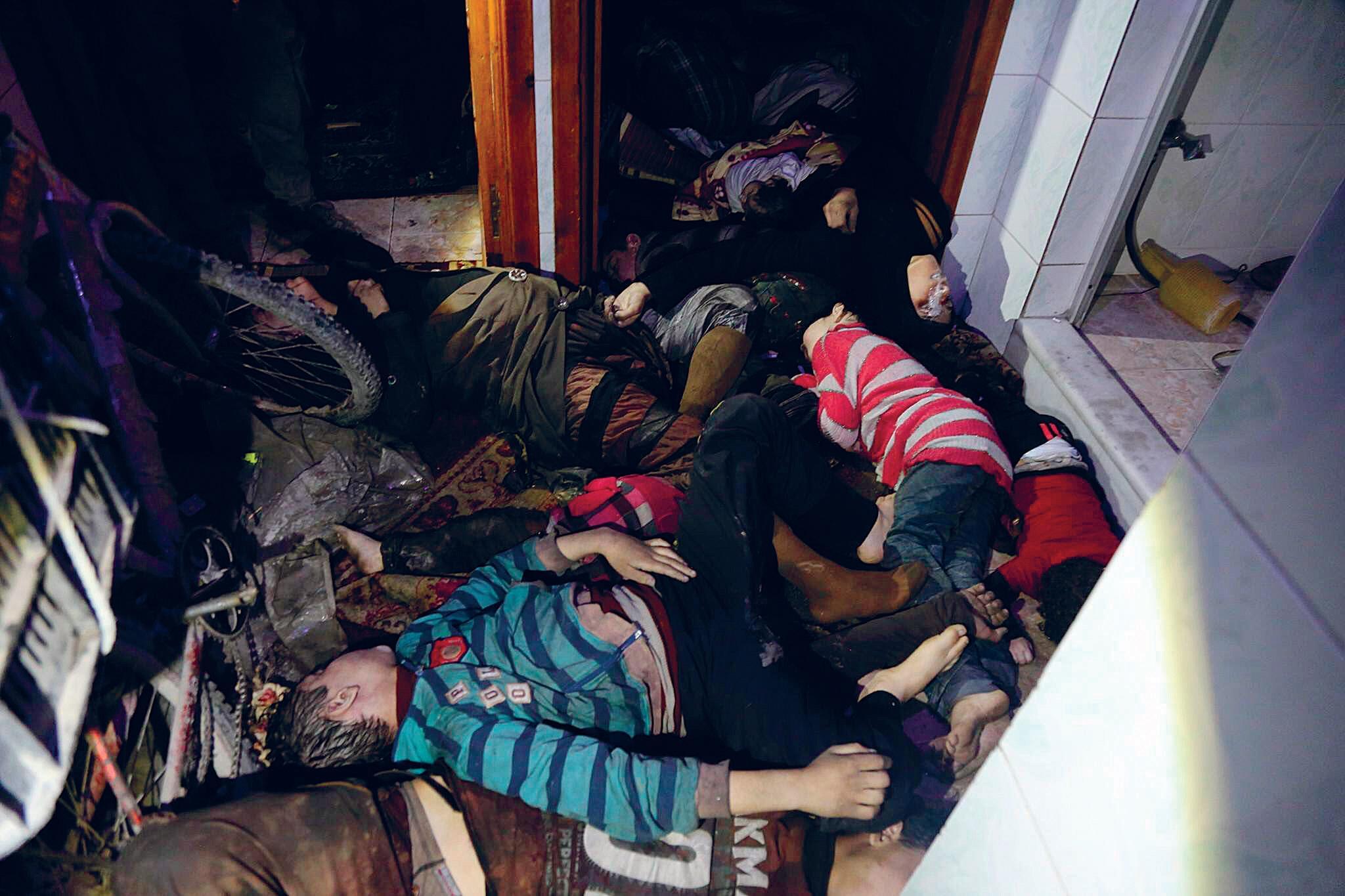 Syyrian siviilipuolustus -järjestö julkaisi huhtikuussa kuvia kaasuhyökkäyksen uhreista. Venäjän mukaan isku oli lavastettu.