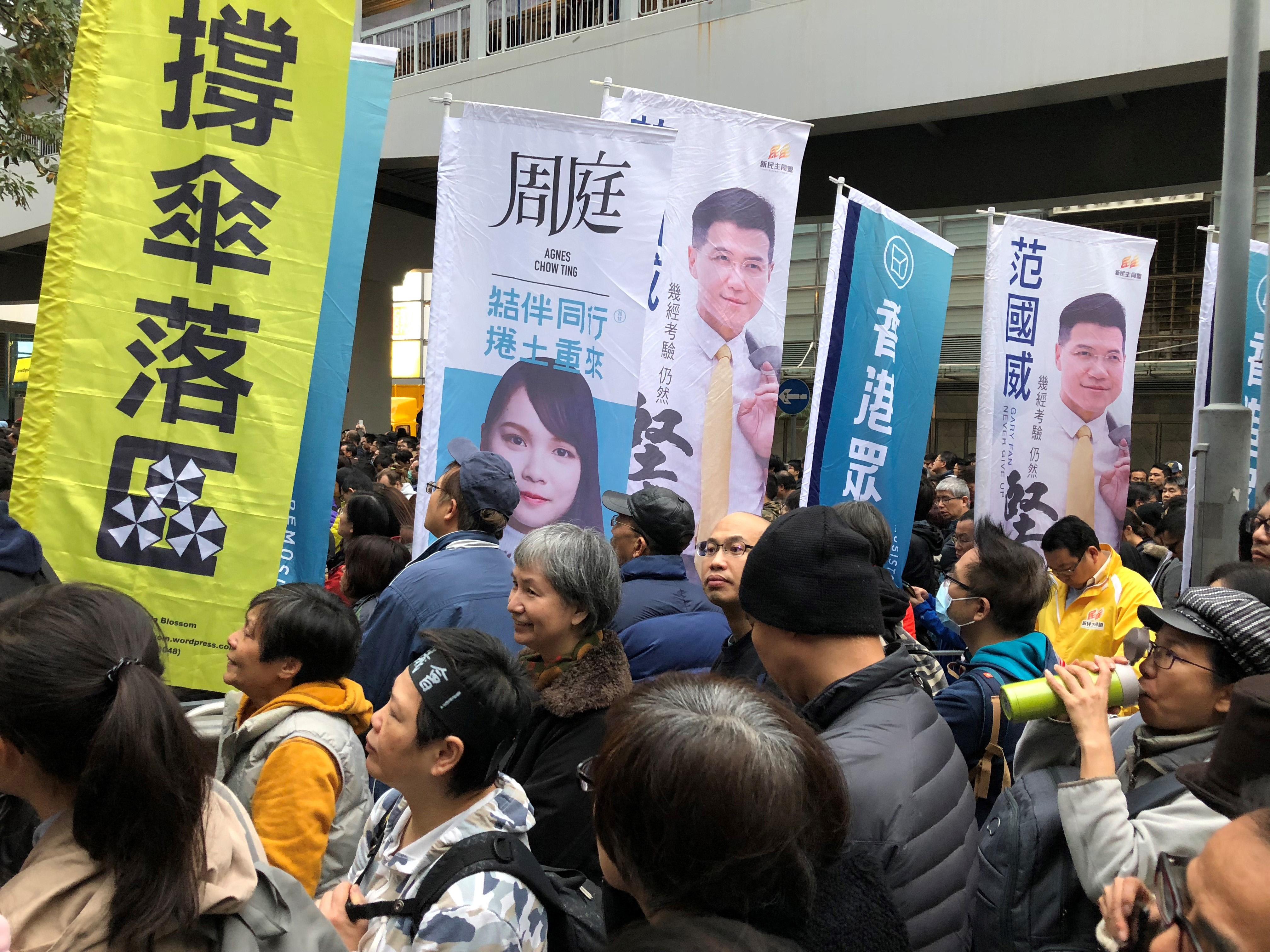 Hongkongissa osoitettiin mieltä, kun Agnes Chow'n ehdokkuus lainsäädäntöneuvoston täytevaaleissa evättiin.