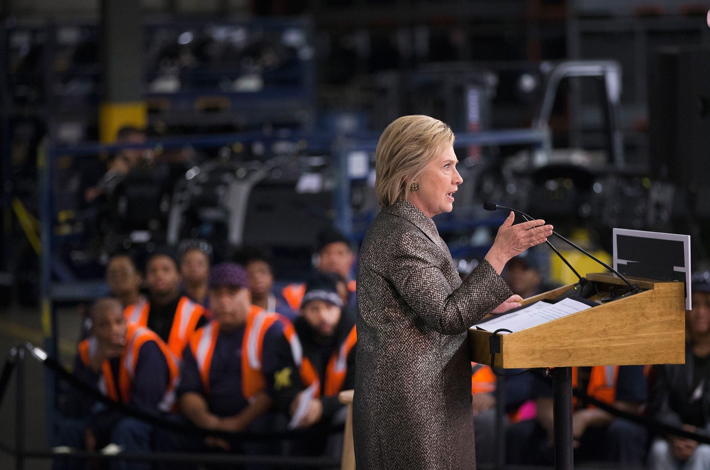 Hillary Clinton puhui esivaalien aikana autotehtaalla Detroitissa. Donald Trump vei osavaltion äänet.