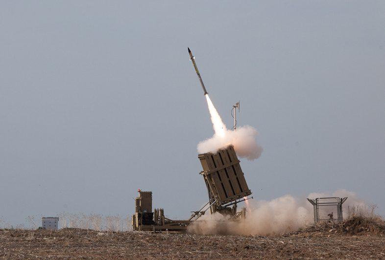 Israelin Rautakupoli-torjuntajärjestelmä ampuu alas Gazasta Israeliin ammuttuja raketteja. Kuva: Israel Defence Forces.
