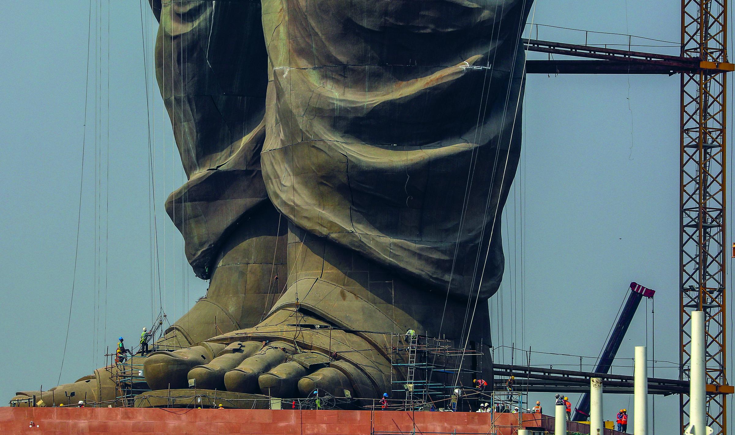 Gujaratin osavaltioon valmistui lokakuussa 2018 Intian itsenäistymisvuosien suurmiestä Sardar Vallabhbhai Patelia esittävä 182-metrinen patsas. Kuva: Divyakant Solanki / EPA / All Over Press