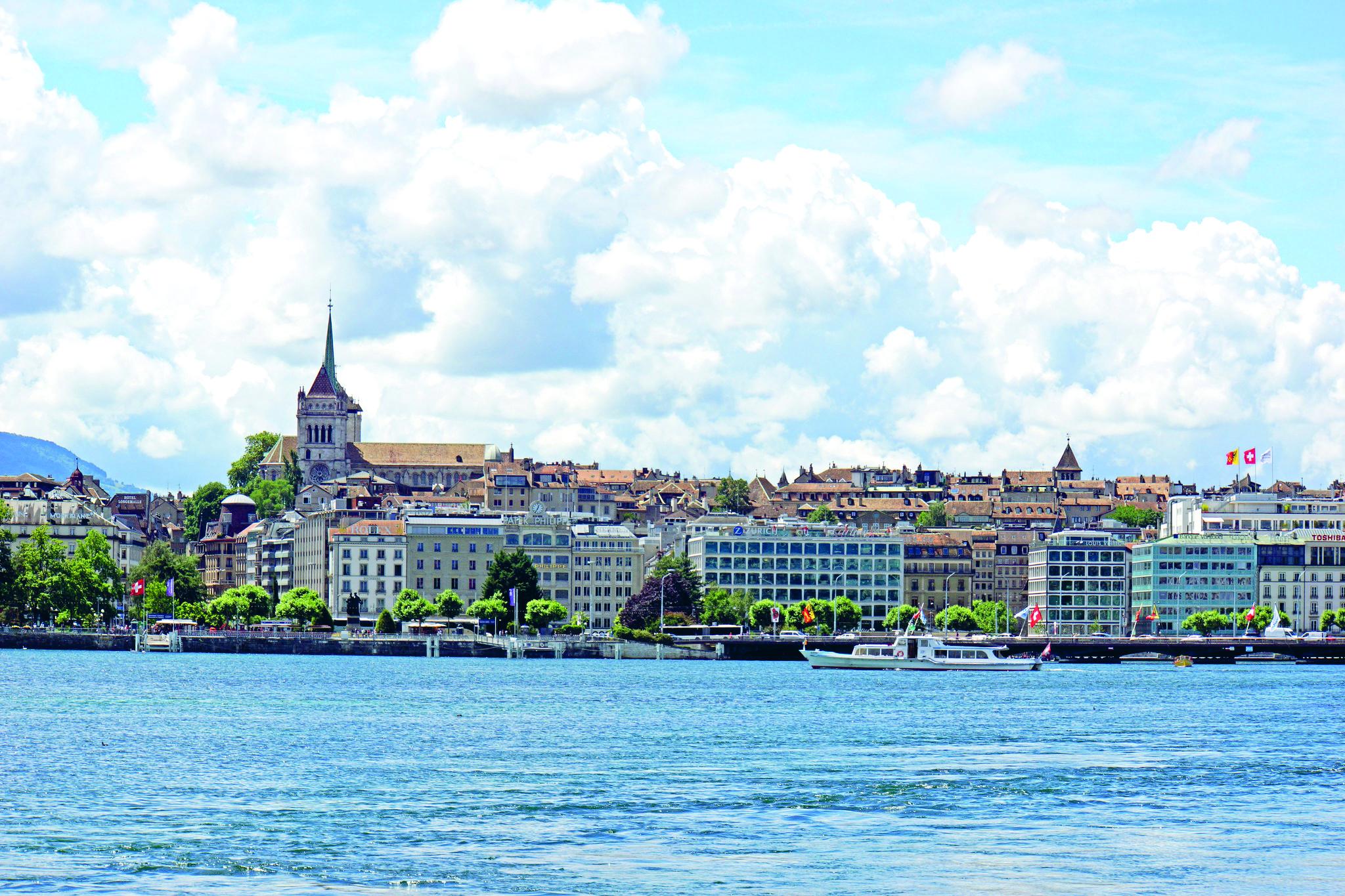 Näkymä Geneveen järven toiselta puolen. Kuva: Dennis Jervis / Flickr