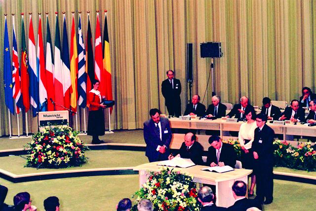 Euroopan talous- ja rahaliitto perustetaan Maastrichtissa 1992. Kuva: Christian Lambiotte / EU