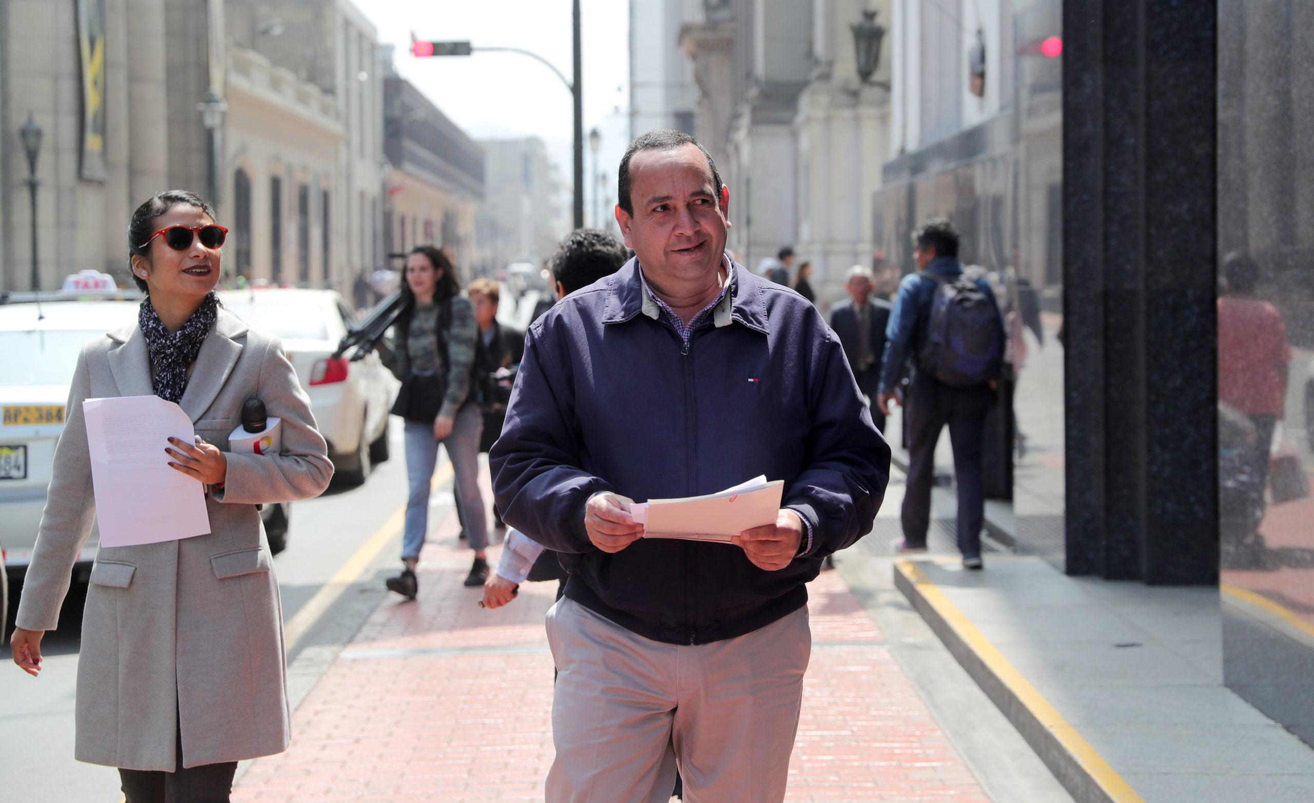 Oscar Pérezin perustama Unión Venezolana tarjoaa apua Peruun saapuville venezuelalaisille. Elokuussa 2018 Pérez järjesteli passitta matkustavien asioita.