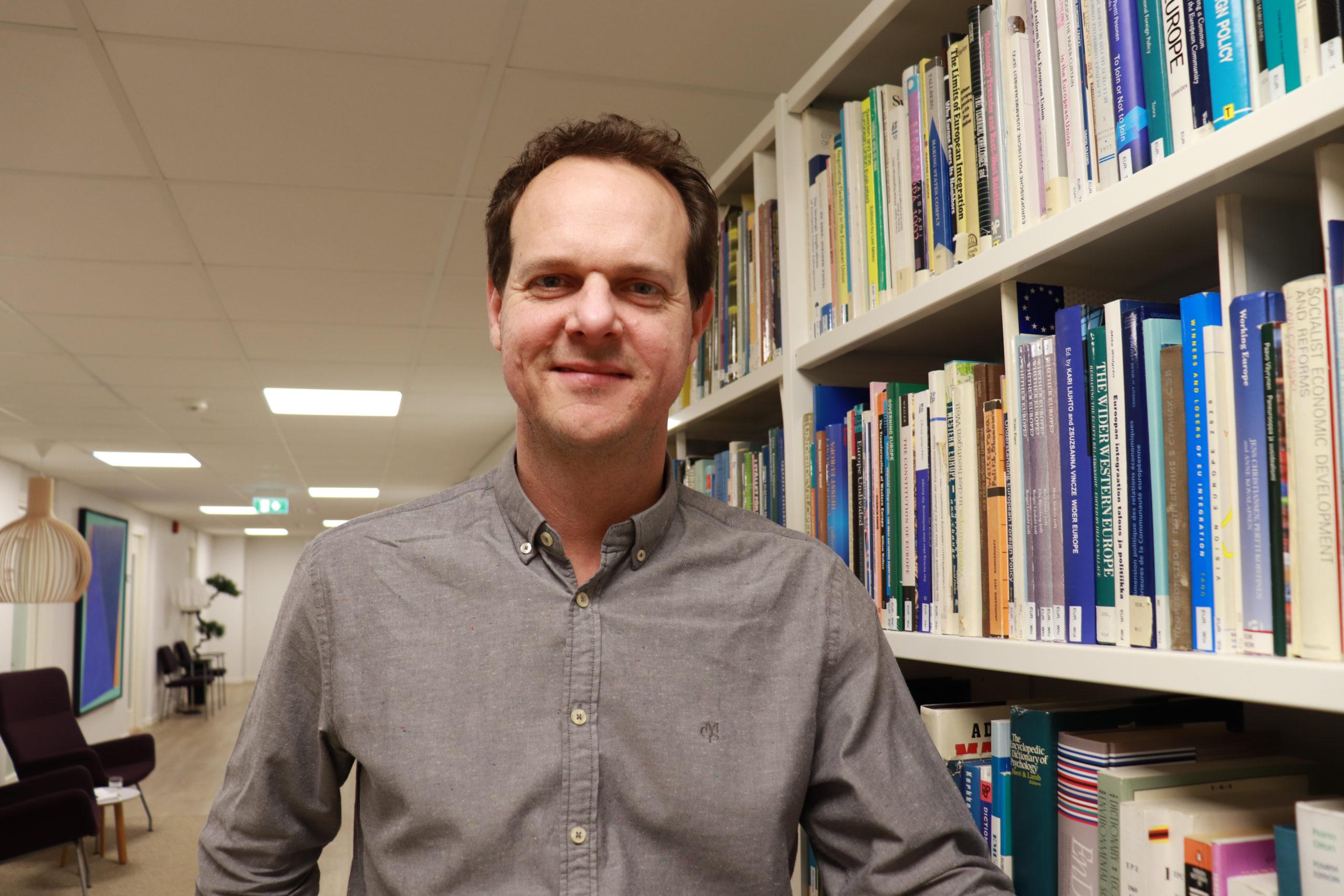 Wolfgang Mühlberger Ulkopoliittisesta instituutista toimitti kollegansa Toni Alarannan kanssa kirjan poliittisista narratiiveista.