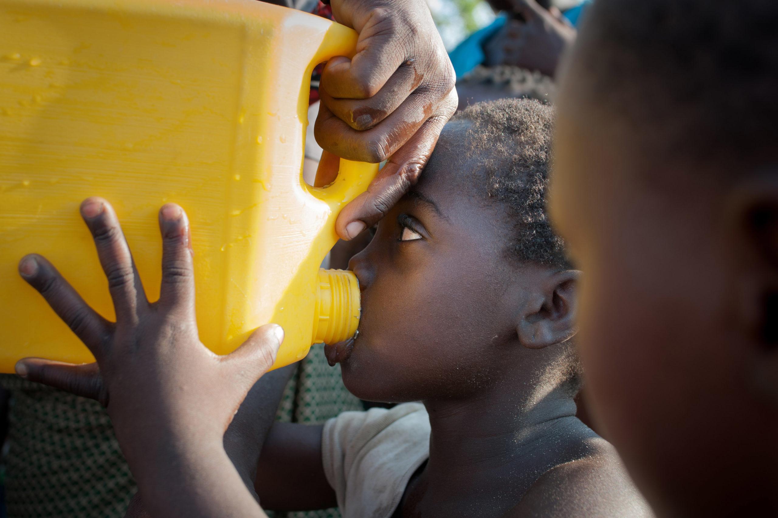 Mosmbikin maaseudulla joka viides talous hakee juomavetensä pintavesistä.