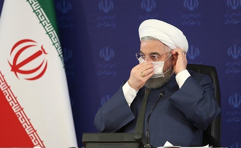 Iranin presidentti Hassan Rouhani näytti esimerkkiä maskin käyttöön heinäkuussa. Kuva: Tasnim/Wikimedia Commons