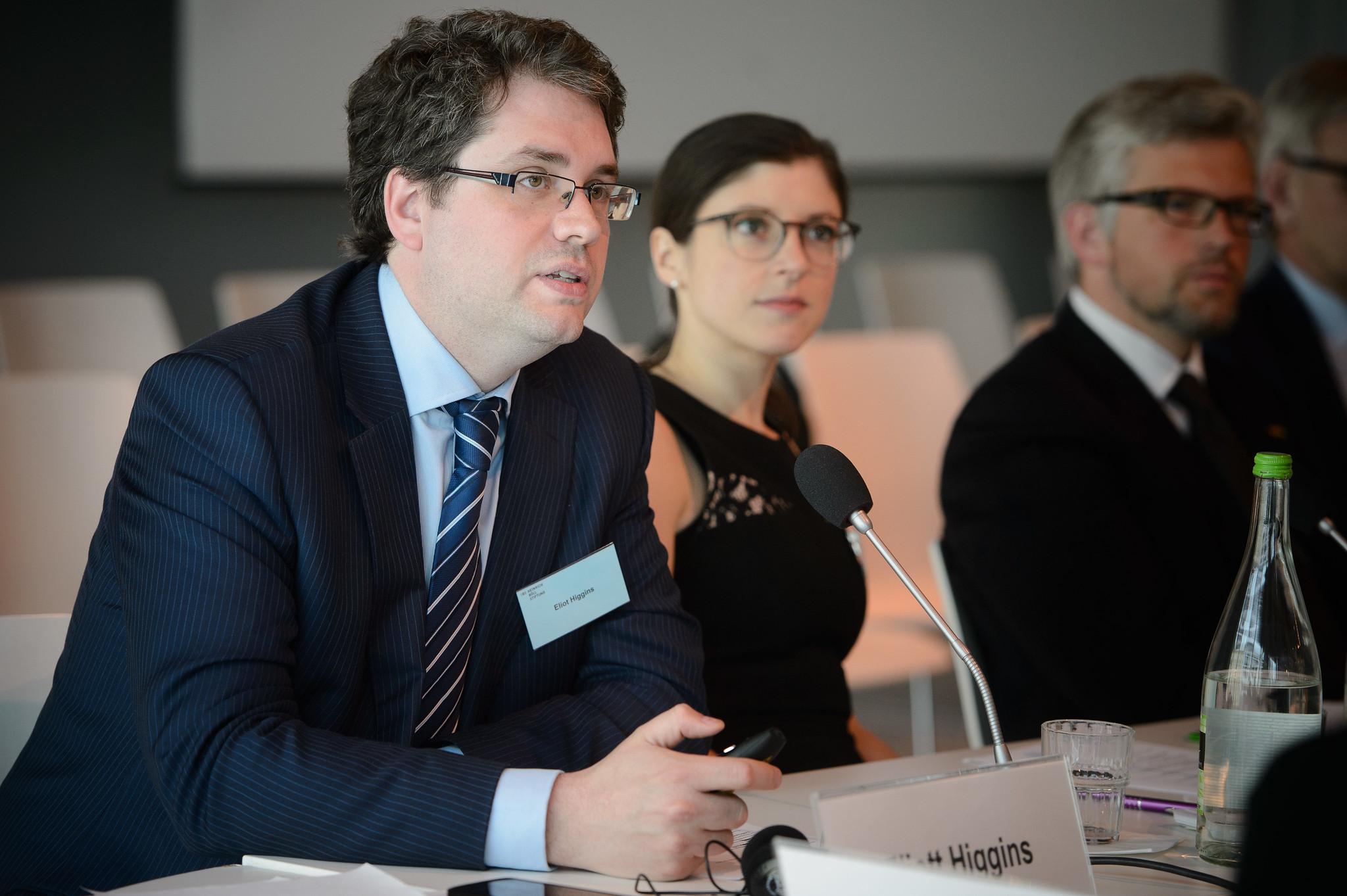 Eliot Higgins on Bellingcatin ohella työskennellyt muun muassa vierailevana tutkijana Atlantic Council -järjestön digitaalisten tutkimusmenetelmien kehitysohjelmassa.  Kuva: Stephan Röhl/Heinrich Böll Stiftung