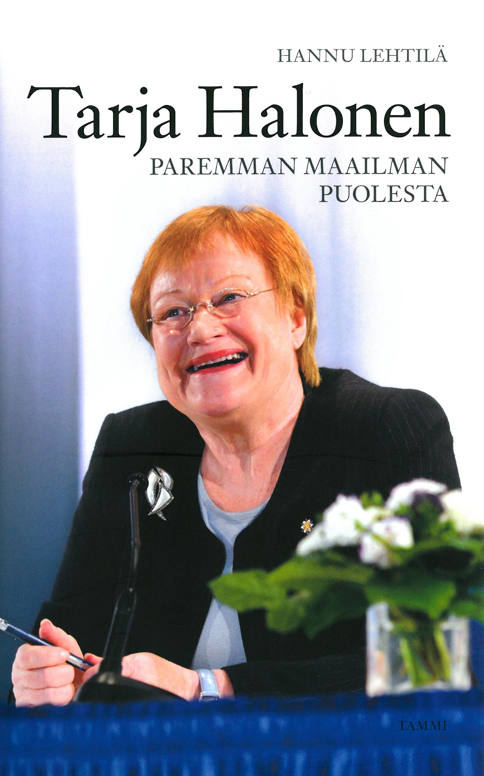 Hannu Lehtilä: Tarja Halonen – paremman maailman puolesta. Tammi 2012, 251 s.