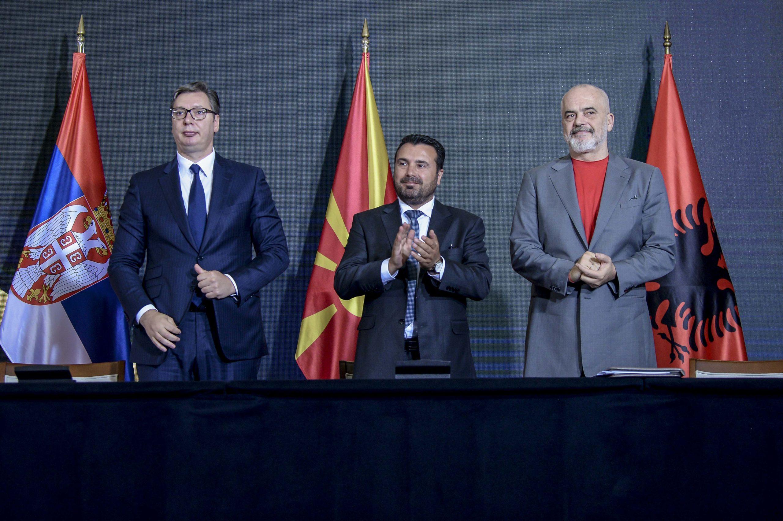 Serbian Aleksandar Vučić, Albanian Edi Rama ja Pohjois-Makedonian Zoran Zaev allekirjoittivat yhteistyösopimuksen heinäkuussa. Kuva: Wikimedia Commons