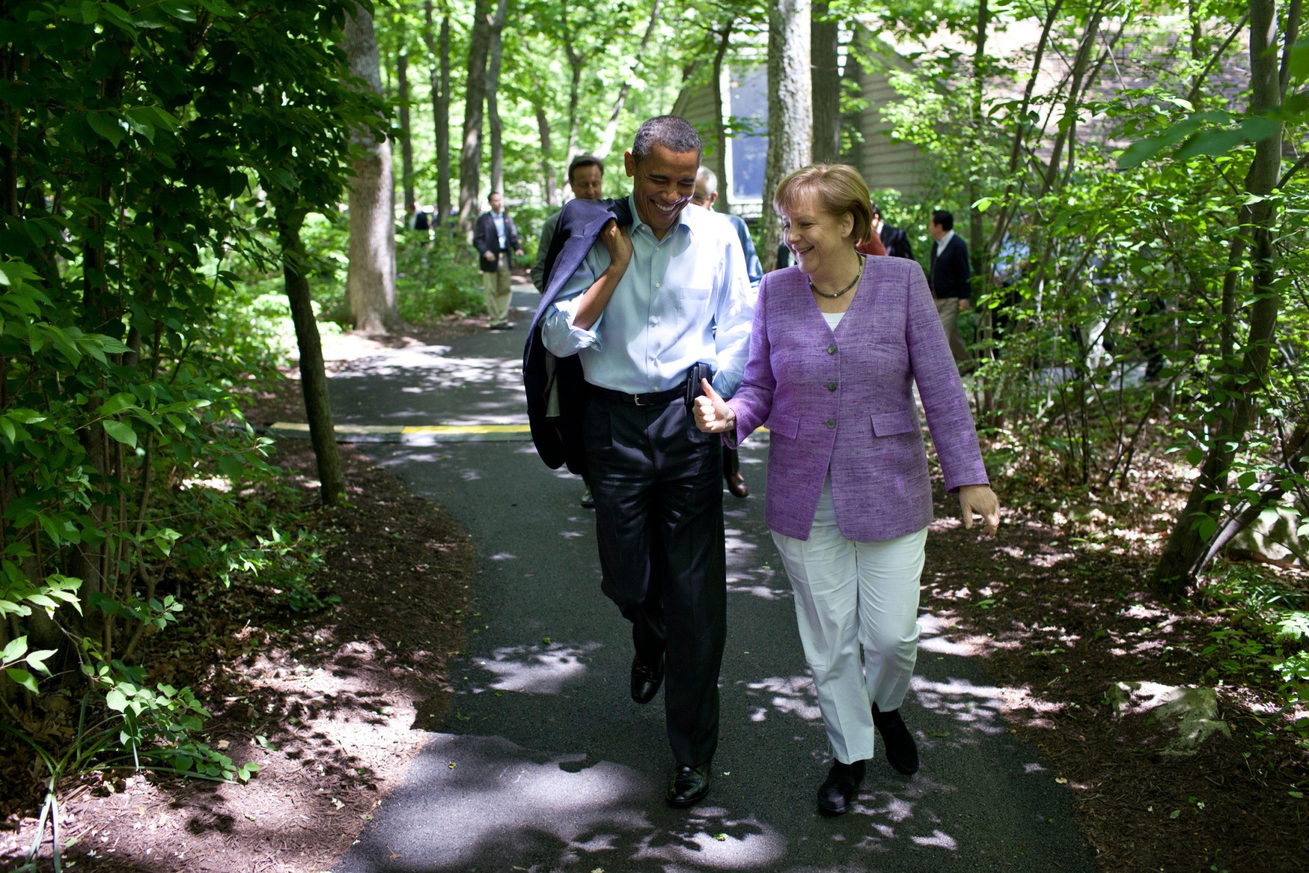 Kivisen alun jälkeen Barack Obaman ja Angela Merkelin välinen luottamus syveni. Obama on muistelmissaan kuvaillut Merkeliä luotettavaksi, rehelliseksi ja ystävälliseksi. Obama soitti virassa ollessaan viimeisen ulkomaanpuhelunsa Merkelille kiittääkseen häntä ystävyydestä ja tuesta. Kuva: Everett Collection/All Over Press
